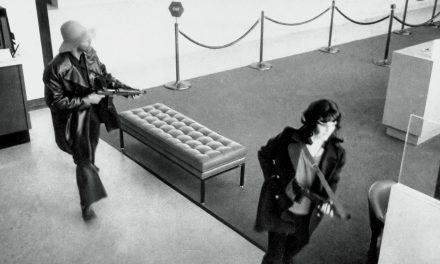 Viikon dokumentti: Mitä tapahtui Patty Hearstille? Kidnapattu kääntyi kaappaajiensa ideologiaan
