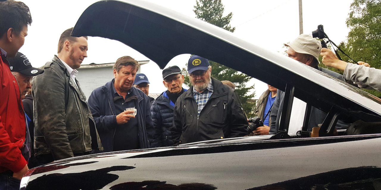 Kävi niin, että Aki Kaurismäki kurvasi 1967 Checker Marathon Limousinellaan Ylistaron Matin-Tuvan pihaan