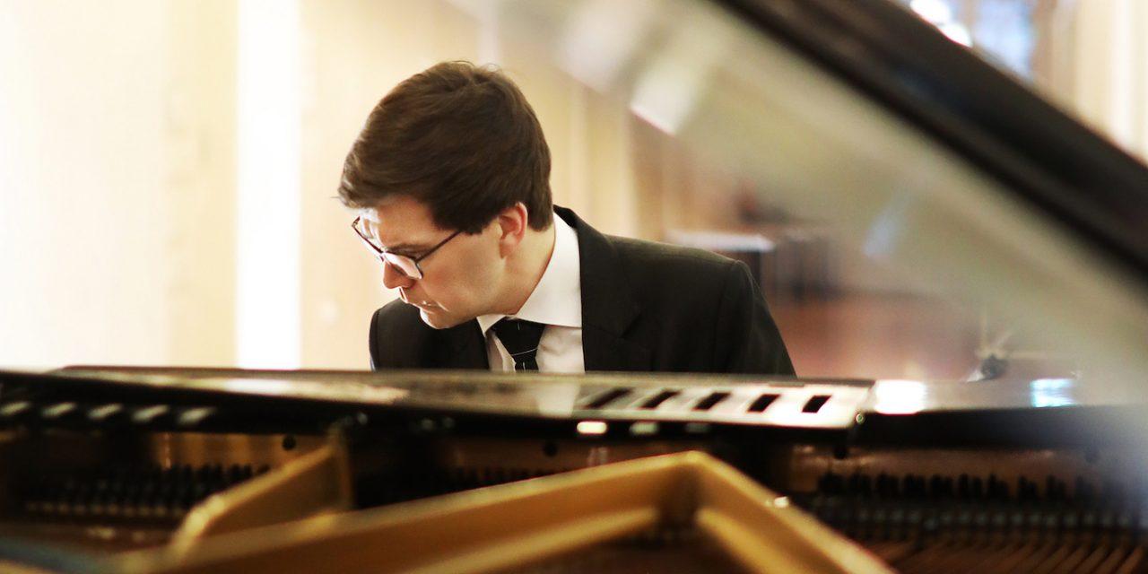 Orkesterin, kapellimestarin ja pianistin ilmatiivistä yhteistyötä Beethovenin Keisarikonsertossa