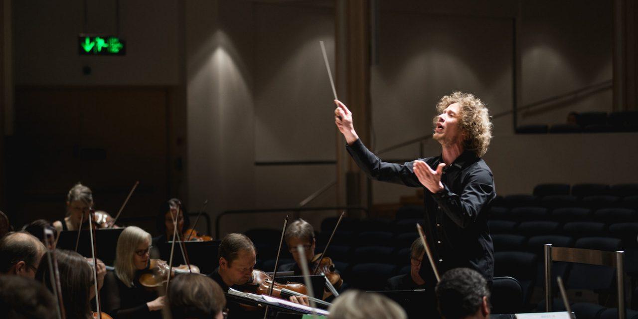 Tampere Filharmonia ja Silvestre Revueltas sytyttivät kuulijassa salamarakkauden lyömäsoittajakaartiin