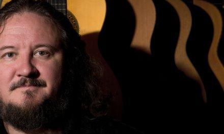 Tomi Tolvanen haluaa tarjota kaiken klassisesta kitarasta ja tuoda musiikin lähemmäs ihmistä