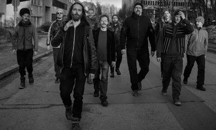 Suomi-reggaen hitit lennättävät rantalomalle – Laulurastas matkalle sienitripeiltä Herran ylistykseen