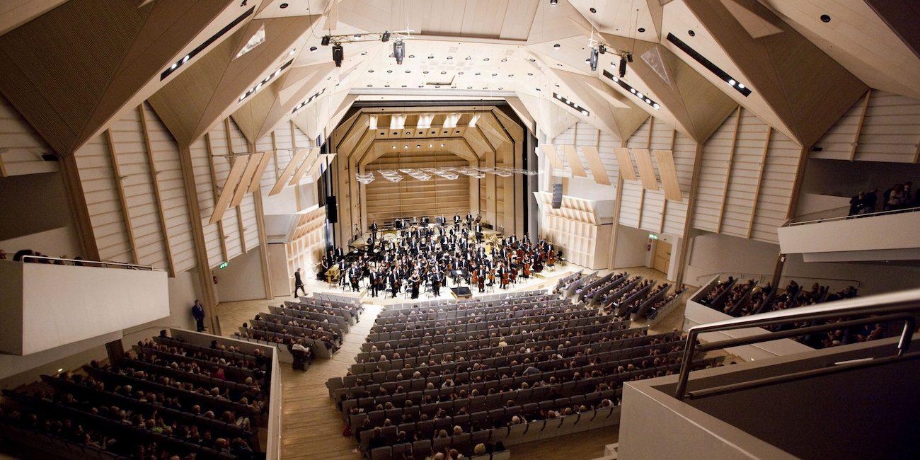 Patarummut ja vasket soivat sankarillisesti Tampere Filharmonian Avaruusseikkailussa