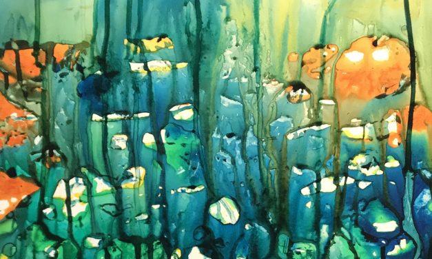 Kuvapäiväkirjan tunnelmista syntyy värikylläisiä töitä – Sirkkaliisa Virtasen taidetta Galleria 2:ssa