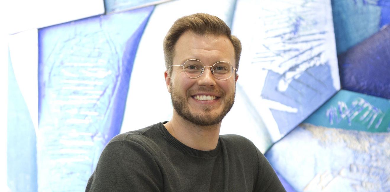"""Taiteellinen johtaja vaihtuu Kuopiossa 18 vuoden jälkeen – Riku Lehtopolku perii """"hyvinvoivan festivaalin"""""""