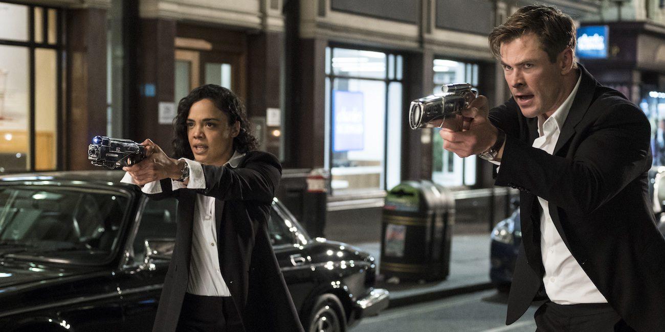 Tessa Thompson rikkoo Men in Black -elokuvien lasikaton viihdyttävässä tieteistoimintakomediassa
