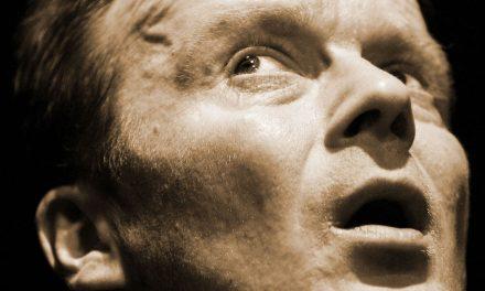 Alkuperäiseen syntiin syyllinen? – Antti Raivio loistaa Viimeisen karavaanin yksinpuhelussaan