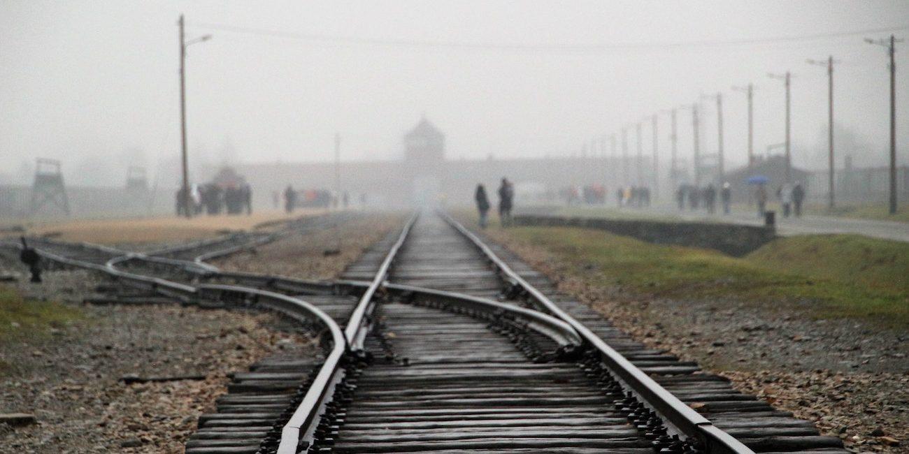 Sodoman ja Gomorran pikku perkele – Auschwitzin apteekkarin tarina kertoo kollektiivisesta itsepetoksesta