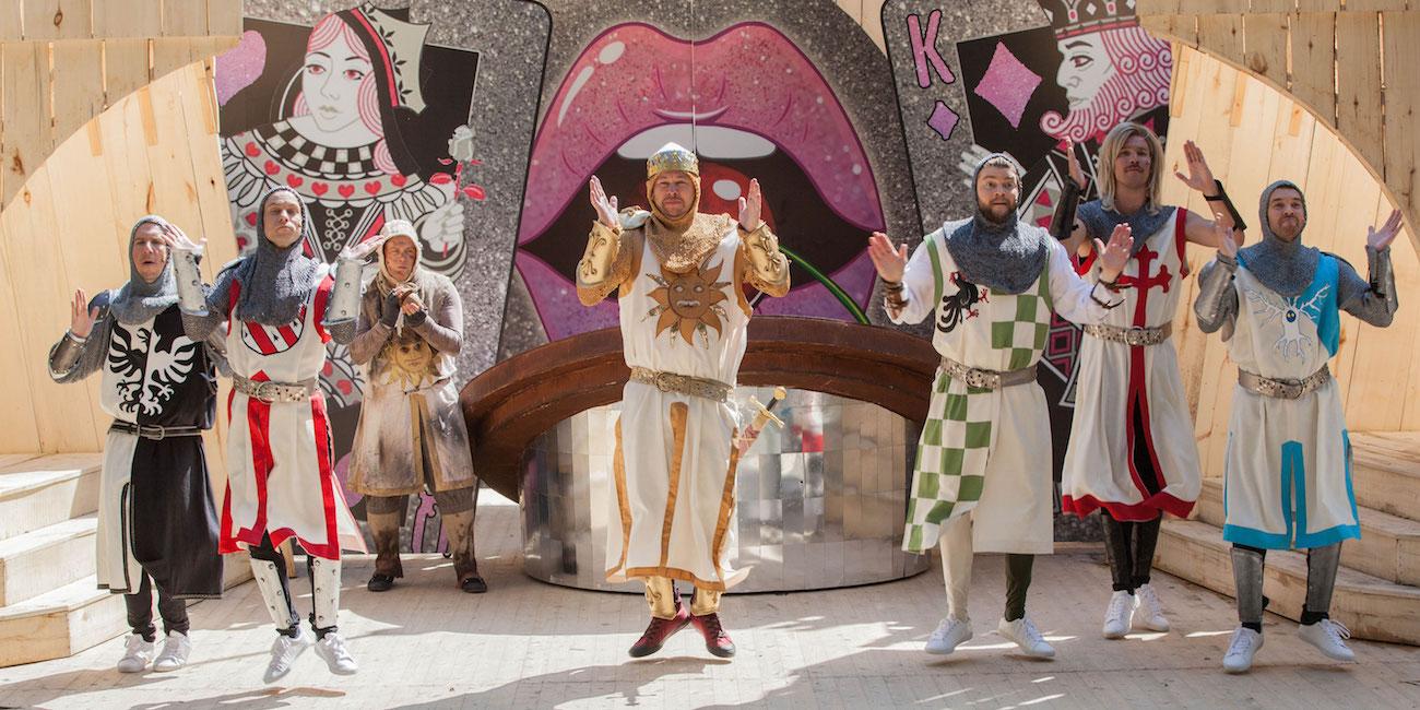 Seinäjoen kesäteatterin Spamalot on kulttuuriteko ja pakkorasti jokaiselle Monty Python -fanille