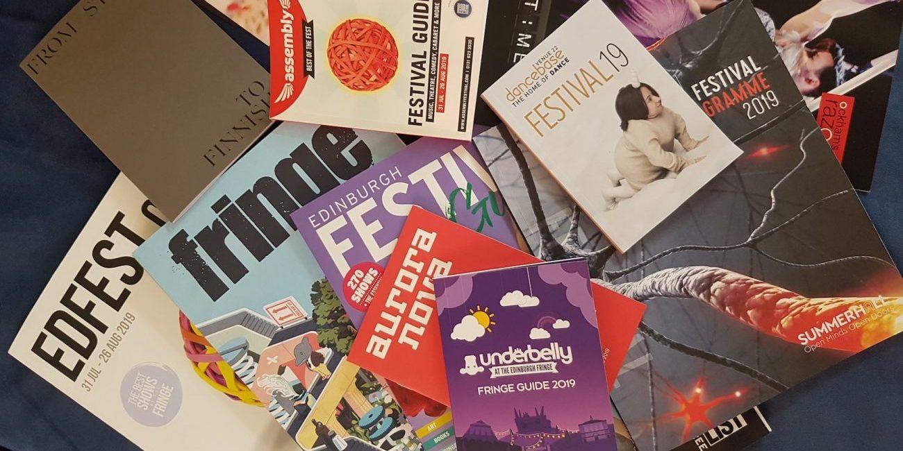 Edinburghin elokuu – kolmen viikon festivaalihimmeli tuplaa kaupungin väkiluvun ja muuttaa katukuvan