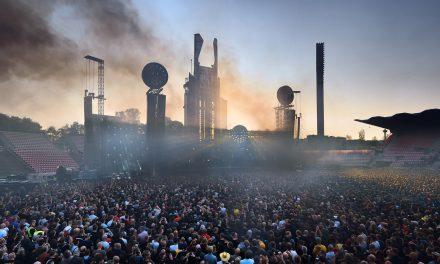 Rammsteinin viimeisen päälle virheettömän visuaalisuuden keskeltä löytyy sympaattista kökköyttä