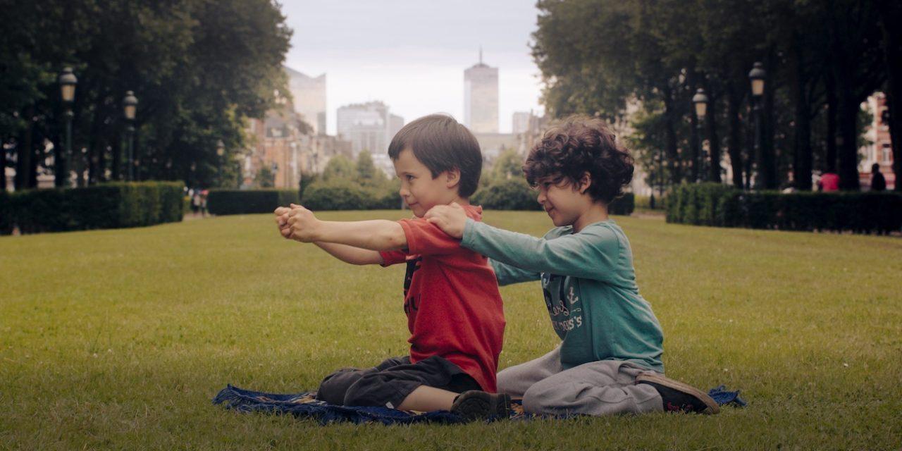 6-vuotiaat Aatos ja Amine pohtivat maailmankatsomustaan Reetta Huhtasen upeassa ensi-iltadokumentissa