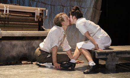Kansallisteatterin Lokki tihkuu Tšehoville ominaista melankoliaa – perinteinen näyttelijäntyö kunniassa