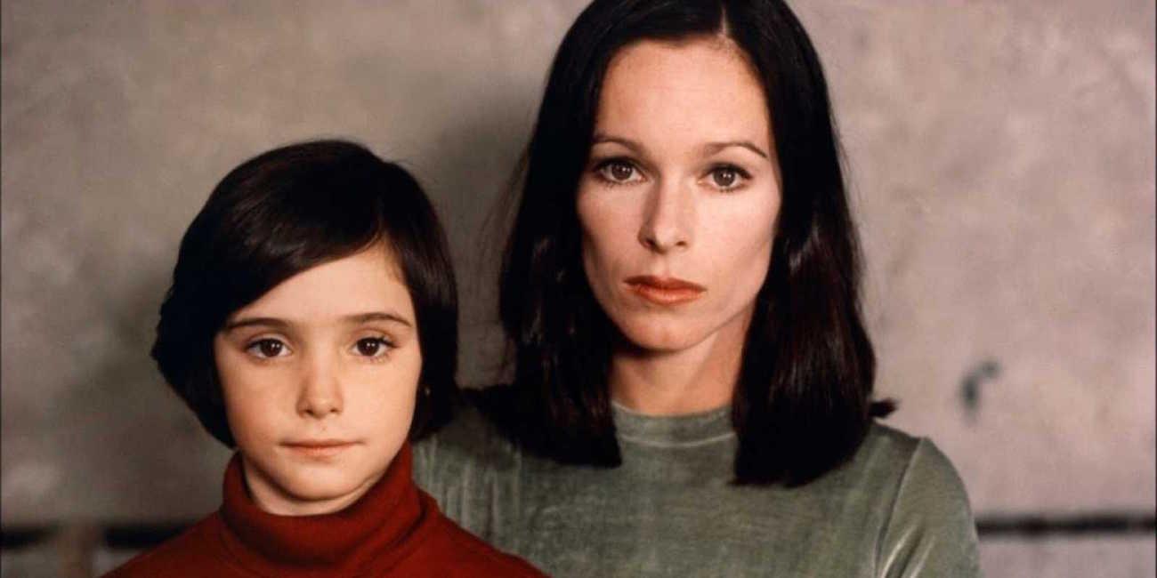 Ana Torrent ja Geraldine Chaplin elokuvassa Korppi sylissä.