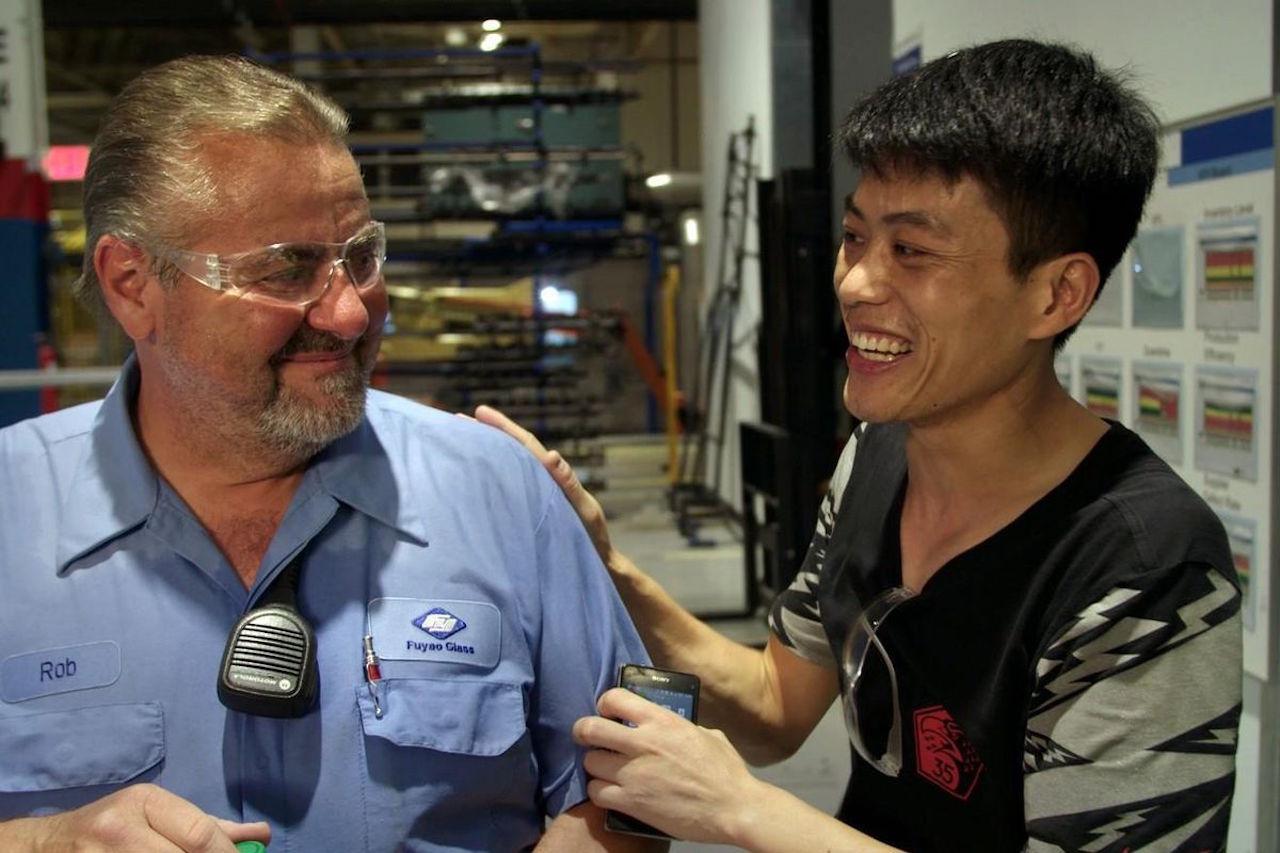 Tehdastyöntekijöitä American Factory -dokumenttielokuvassa.