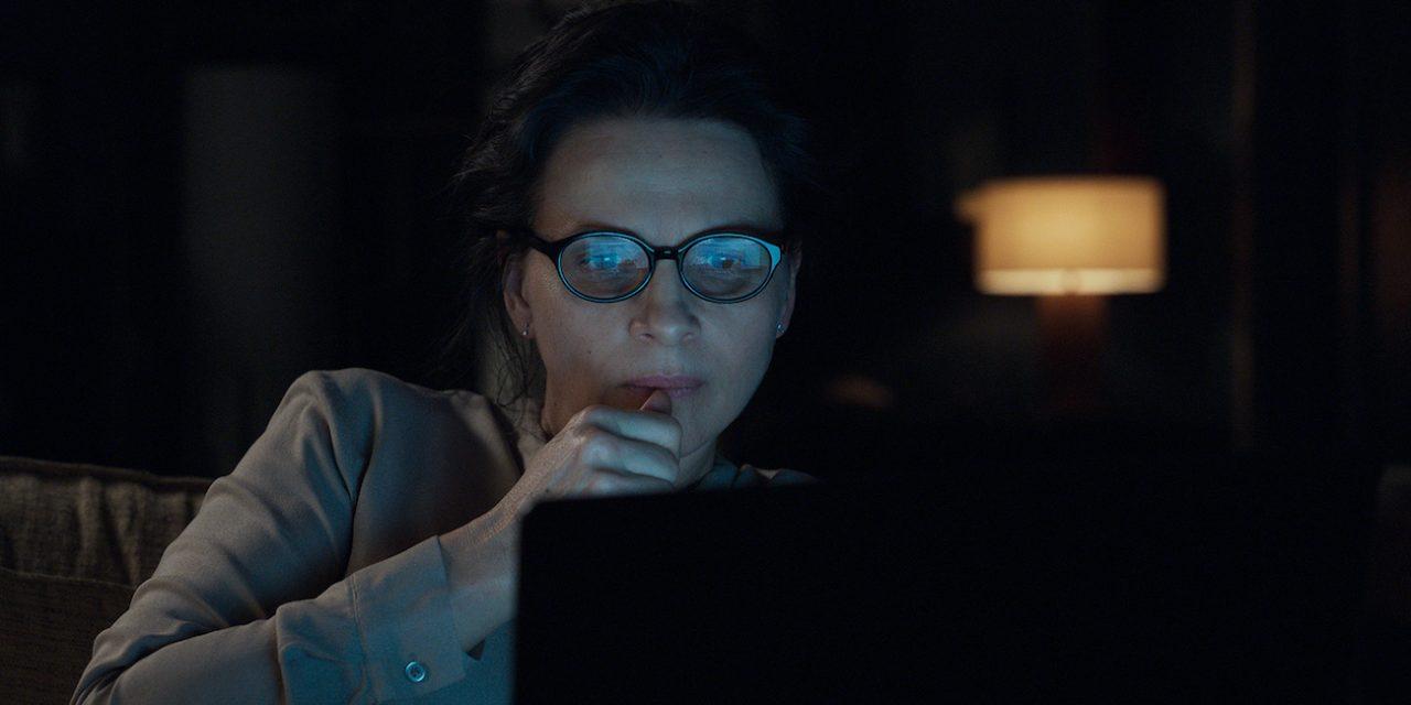 Proffa löytää vaarallisen some-suhteen – Juliette Binoche nostaa Olen kuka haluan -elokuvan katsottavaksi