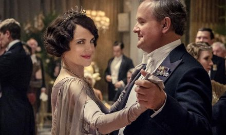 Downton Abbeyn tapahtumarikas maailma saa ensi-iltaelokuvassa hattarantuoksuisen päätöksen