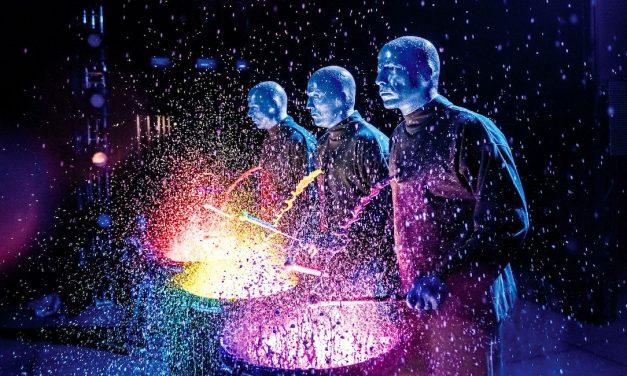 The Blue Man Group Tampere-talossa: Sinisten miesten ennalta arvattava show jätti kylmäksi