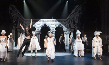 Pariisin oopperan kummitus kiepauttaa mukaansa – Rakkauden ja vallan janoa Jyväskylän Phantomissa