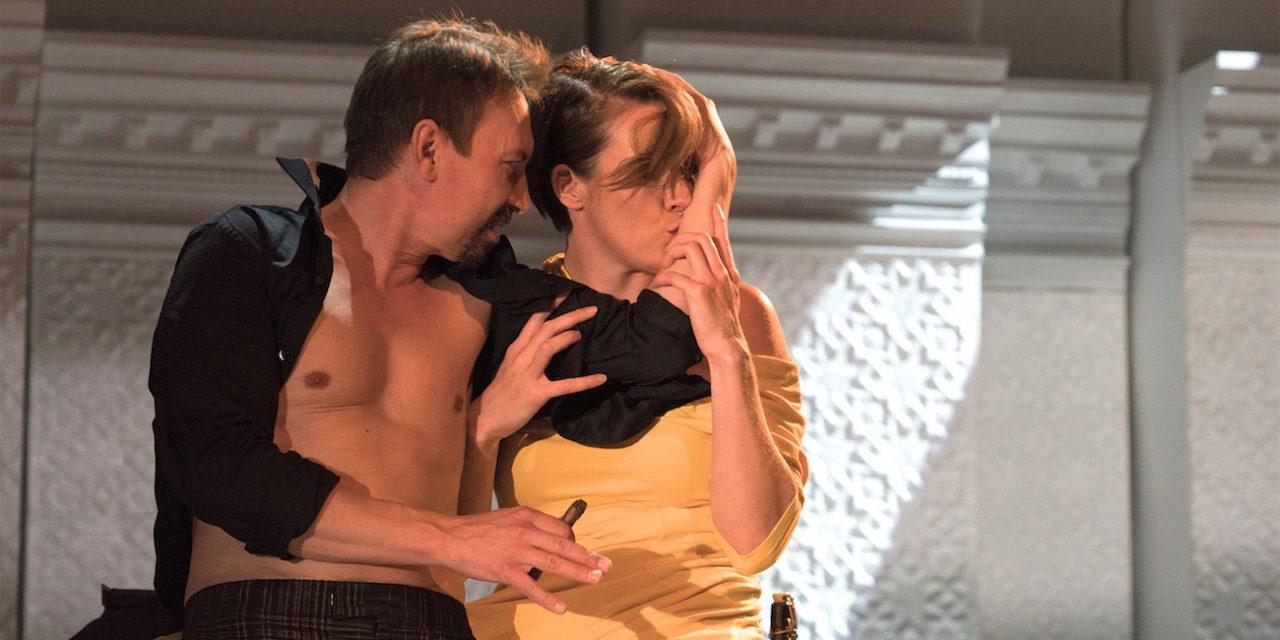 Seksi, valta ja raha – TTT:n Neiti Julie käsittelee ikuisia aiheita modernissa Ikea-keittiössä