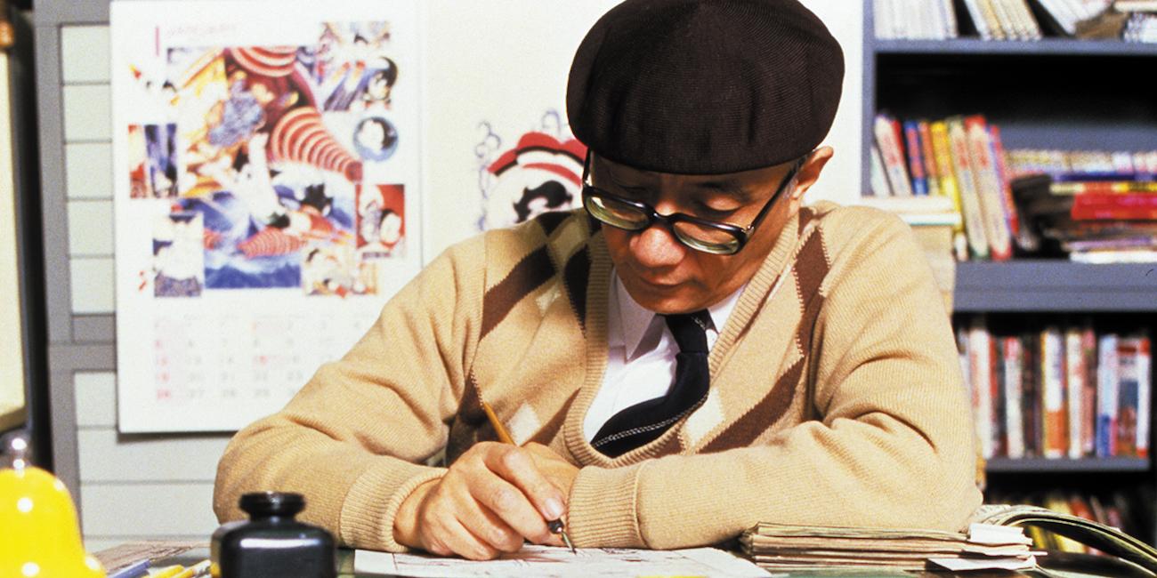 Mangasarjakuvataiteilija Osamu Tezuka piirtää. Kuva: Tezuka Productions