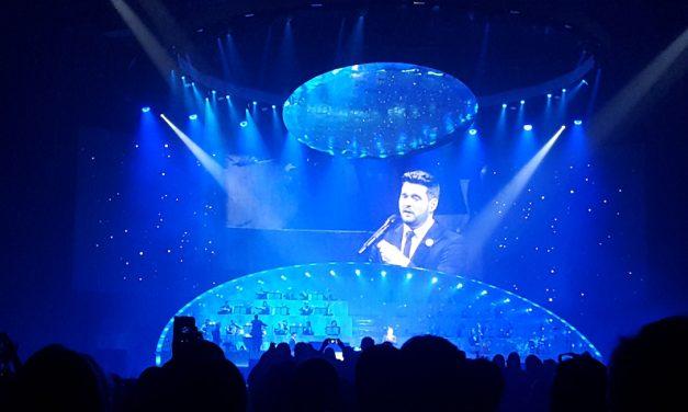 Yhden illan kuplassa Michael Bublé tarjoili lämmintä läsnäoloa – arvostelu Helsinki Areenan konsertista