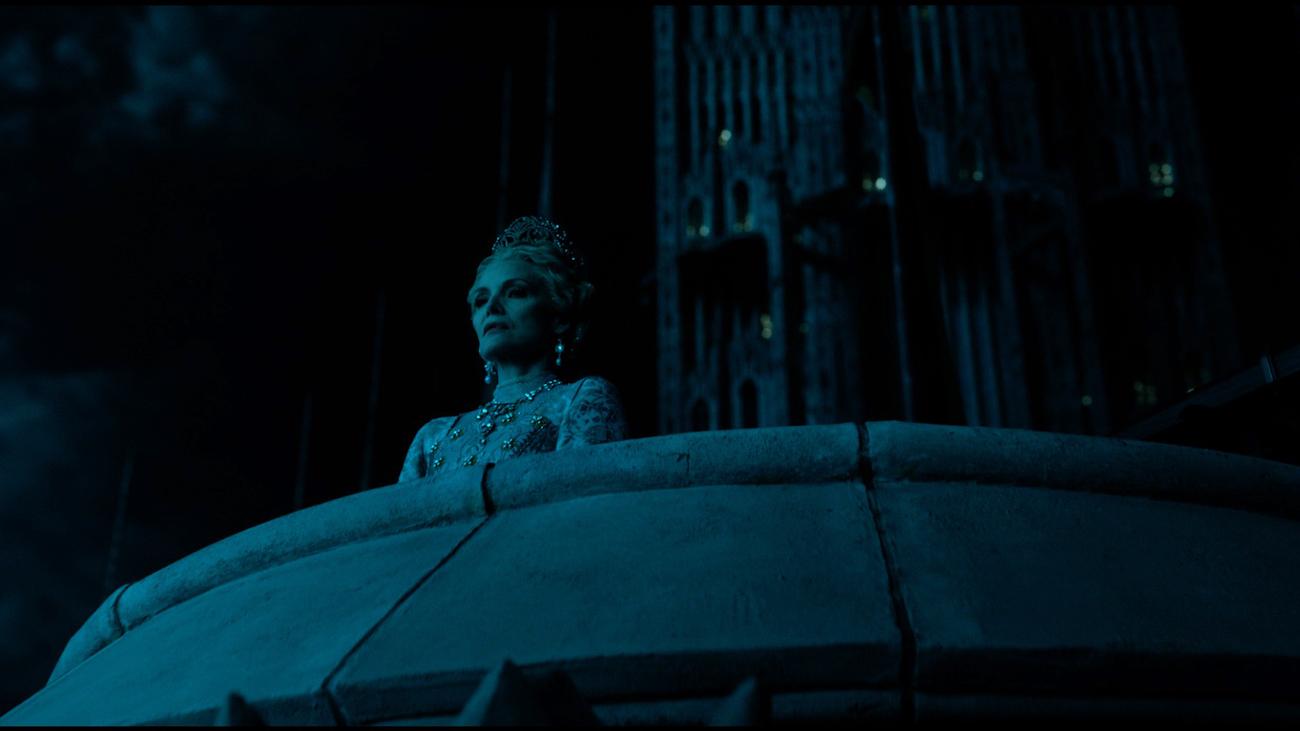 Michelle Pfeiffer kuningatar Ingrithinä.