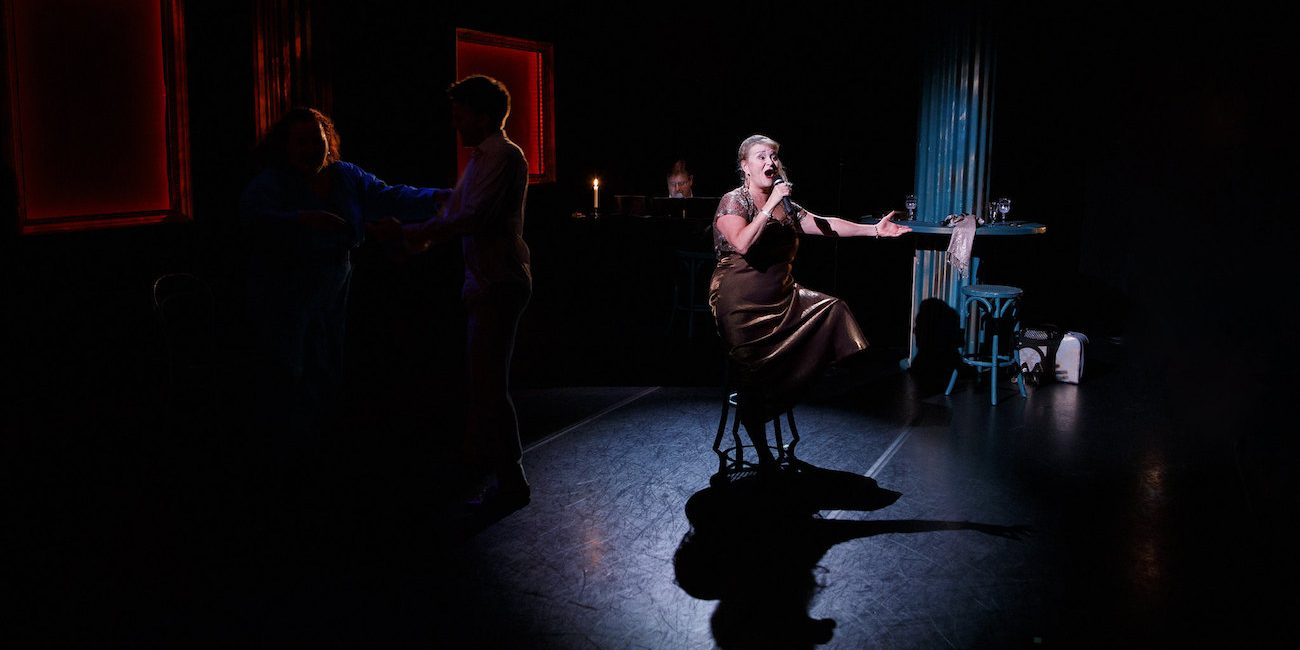 """""""Mikä esitys"""" – Jyväskylän kaupunginteatterin Elämä on juhla -lauluillassa on lupa tunteilla"""