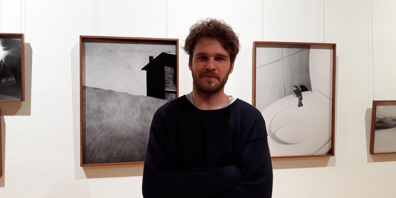 """Valokuvataiteilija Aapo Huhta on Vuoden nuori taiteilija 2020 – """"En tiedä, mihin olen menossa"""""""
