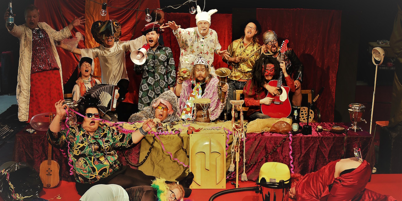 Legioonateatterin Karnevaali on hengästyttävyydestään huolimatta nimenomaan rauhoittava kokemus