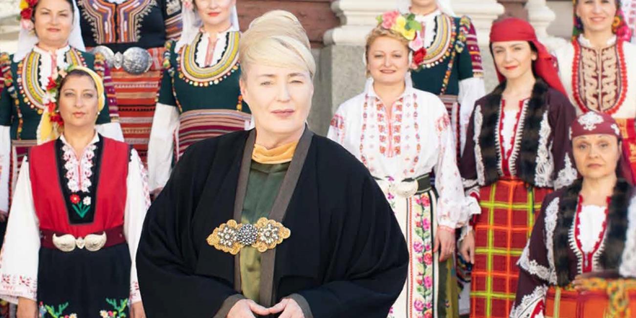 Bulgarialaisen naiskuoron ja australialaisen kontra-alton kohtaaminen – Lisa Gerrard Savoy-teatteriin