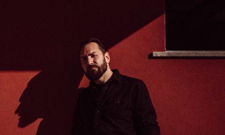 Knipi on odotetun intiimi ja tyylikäs – arvostelussa Egotripistä tutun lauluntekijän sooloalbumi