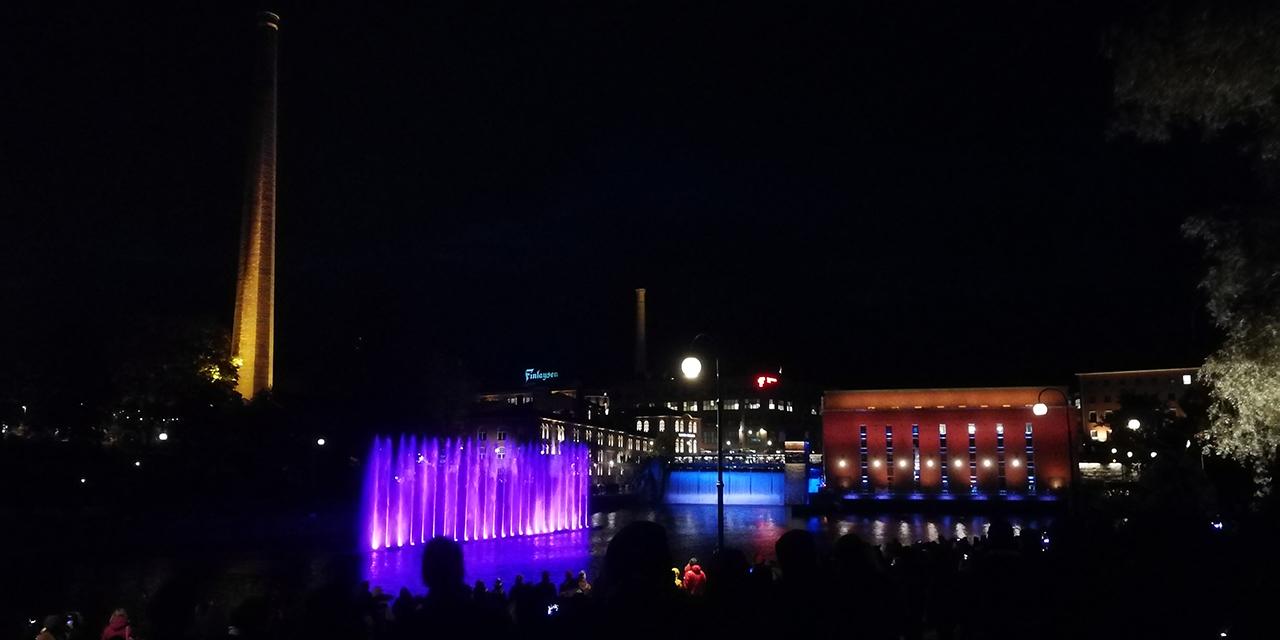 Tanssivat vedet ja muuta valotaidetta Tammerkosken rannoilla – katso video Tampereen 240-vuotisjuhlista