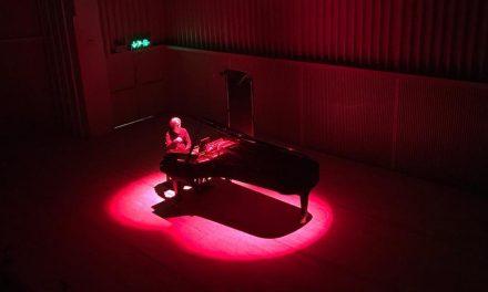 Twin Peaks -painajaisia, katoavia muistoja ja lempeitä harmonioita – Ville Hautakangas Tampere-talossa