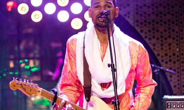 Saharan Hendrixin aavikkobluesissa soi autiomaan ääretön autius – Mdou Moctar ja Maajo G Livelabissa