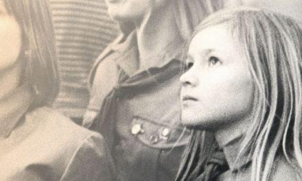 Karjalan muistot eivät sammu: Sirpa Kähkönen kuvaa Muistoruohossa vanhenevien naisten ystävyyttä