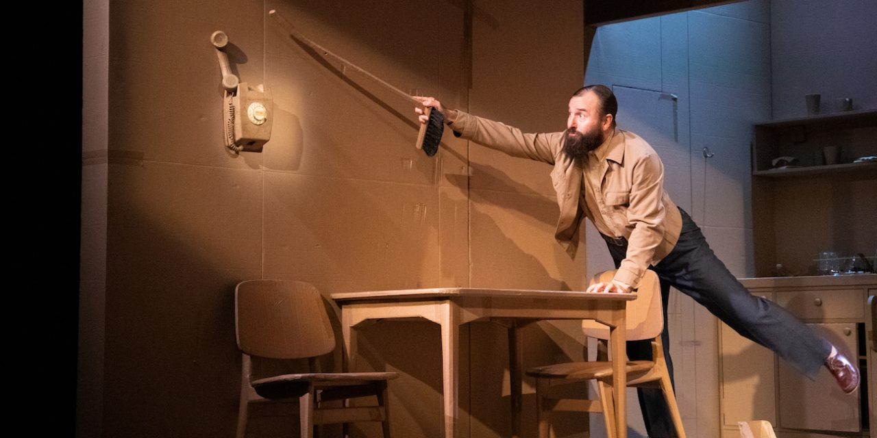 Elling osoittaa, että marginalisoitujen hahmojen esittäminen on suomalaisille teatterintekijöille vaikeaa
