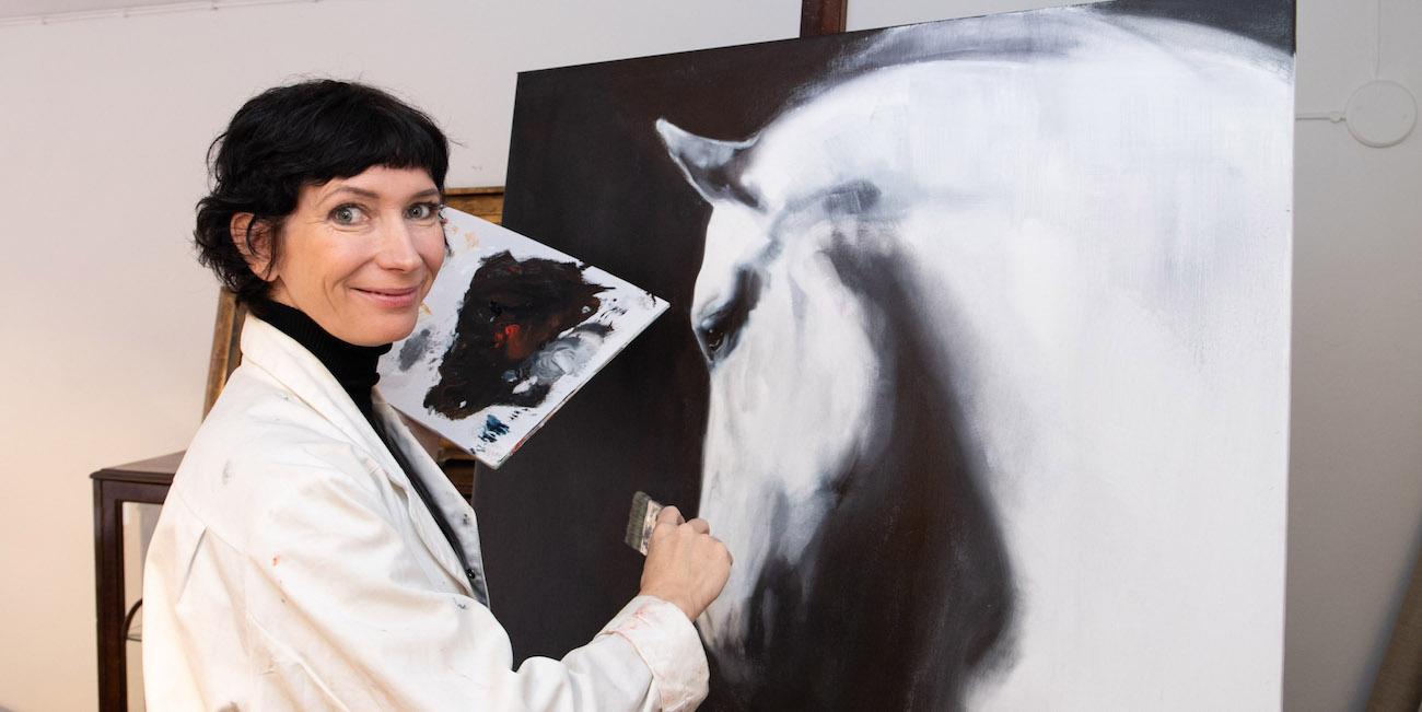 """""""Gallerian pitäminen on kuin leikki"""", kuvataiteilija ja galleristi Katja Hannula vertaa"""