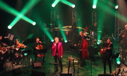 Pepe laulaa jo musiikillisessa paratiisissaan – Tampere-talossa kuultiin hittejä kuudelta vuosikymmeneltä