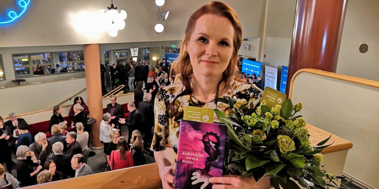 Nuortenkirjallisuuden Finlandia-voittaja Marisha Rasi-Koskinen kirjoittaa rakkaudesta sanoihin ja tarinoihin