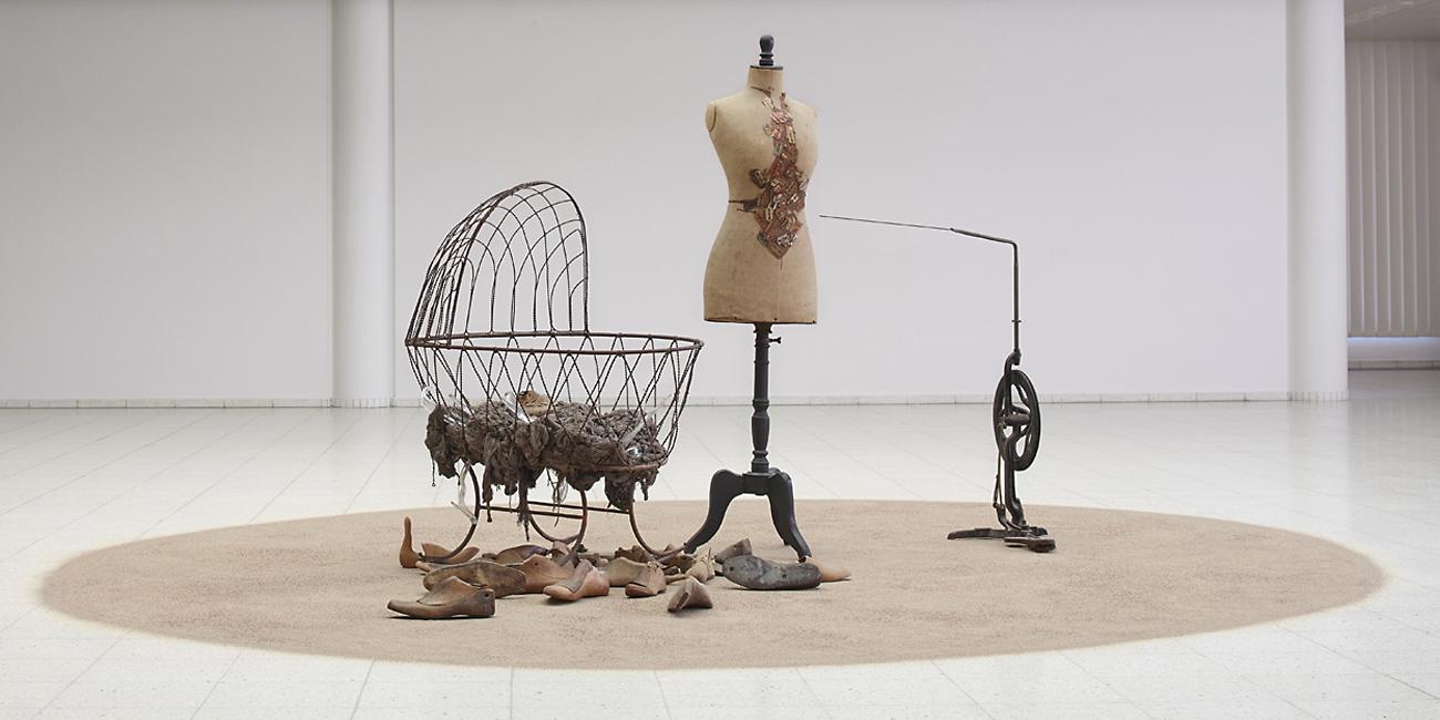 Juhani Harri, runoilija – esinetaiteilijan retrospektiivinen näyttely Sara Hildénin taidemuseossa