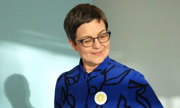 Tanssitaiteilija Helena Ratinen työskenteli sairaalassa ihmisyyden puolesta, yksinäisyyttä vastaan