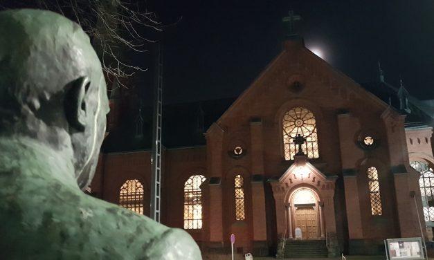 Hautajaislusikka jäi paarinkantajalle muistoksi – Kustaa Hiekan museon Vanhan hopean kertomaa -näyttely