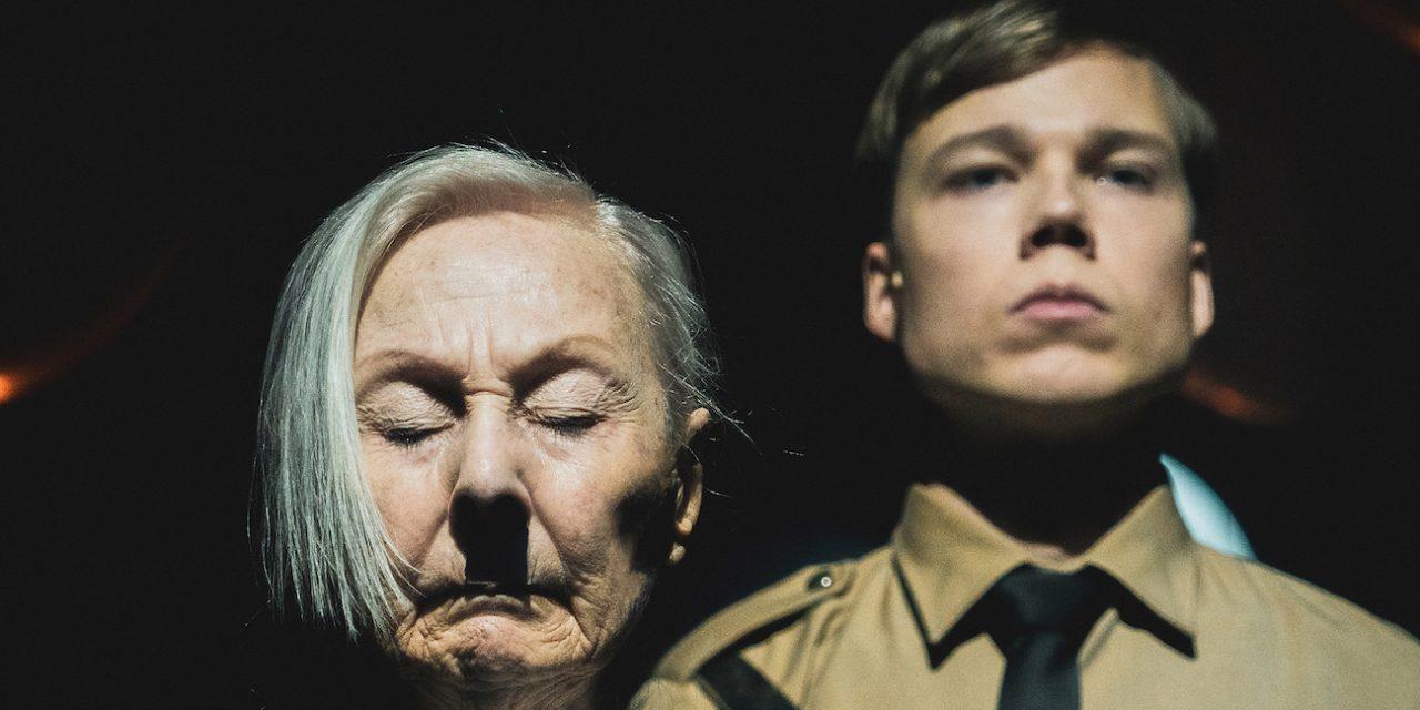 Tämän Hitler ja Blondi unohti: Natsit nousivat valtaan, kun kansa vaikeni