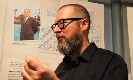 Kirjettä lähemmäs ei mennyttä pääse – Timo Kalevi Forssin kirjaa täydentää museonäyttely Vapriikissa
