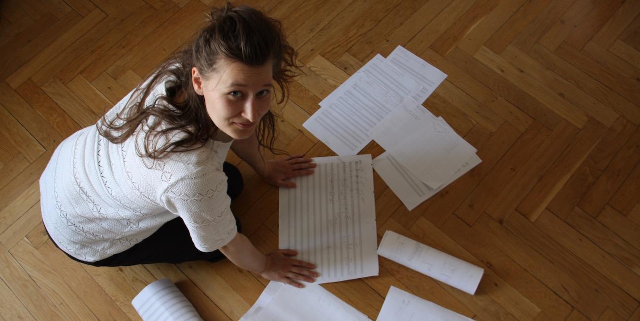 Matilda Seppälä käyttää sävellyksissään aivosähkökäyriä ja kaipaa koulutukseen avoimempaa suuntaa