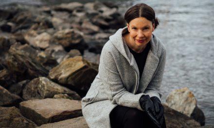 Kristiina Wallinin Meduusameri on kuvallisesti kylläinen runoteos, joka on helpoin ymmärtää dystopiana
