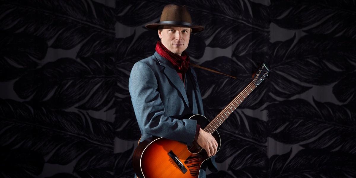 Mikko Iivanainen kitaroi luontoa kunnioittaen – arvostelussa uusi albumi A River Runs Through It