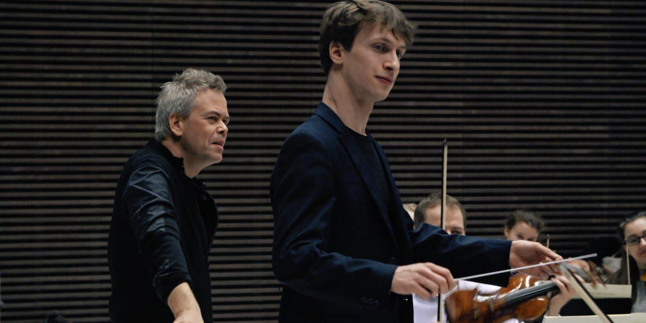 Tahtipuikko ei ole mattopiiska – Orkesterin edessä on hieno dokumentti kapellimestareiden koulutuksesta