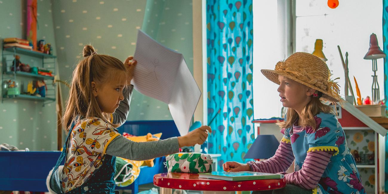 Uusin Heinähattu ja Vilttitossu on alkuperäistarinan henkeä noudattava hauskisversio koulunkäynnistä